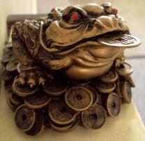 El Chan-Chu o chánchú (en chino) es un sapo o rana de 3 patas que es considerado el sapo del dinero o la rana del dinero, está representada siempre en una estatuilla que además está llena de monedas y una en la boca, se presume que se trata de una rana toro. Este símbolo chino sirve para atraer el dinero y la riqueza.